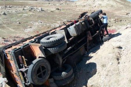 واژگونی کامیون در گردنه گوچی منجر به کشته شدن سرنشین آن شد