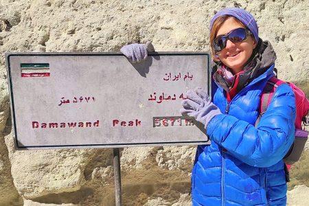 صعود بانوی کوهنورد بستکی به قله دماوند